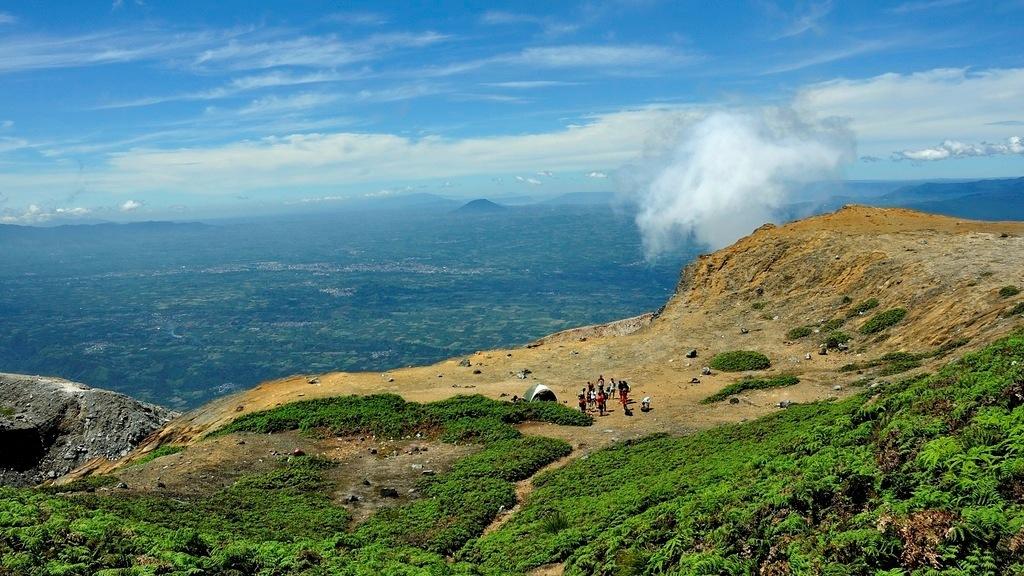 Вулканы, водопады, пляжи, храмы, достопримечательности на островах Суматра, Ява, Бали, Ломбок