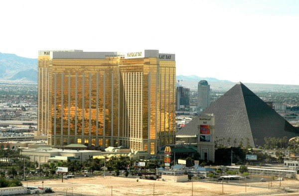 las vegas hotels mandalay bay luxury pyramid