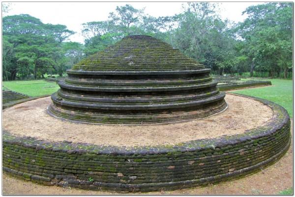 Sri Lanka. Panduwasnuwara 001