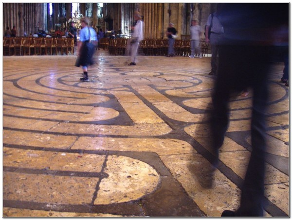 Labyrinth_at_Chartres_Cathedral