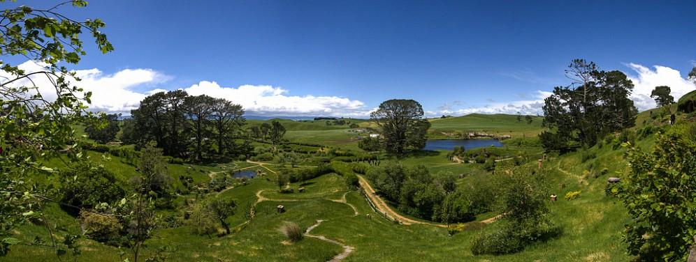 Красота холмистых пейзажей вдохновила Питера Джексона на возведение деревни хоббитов